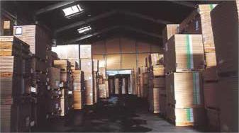 九州一の規模を誇る倉庫群と全国8都市とのネットワーク